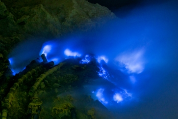 Ijen-Blue-Fire-1